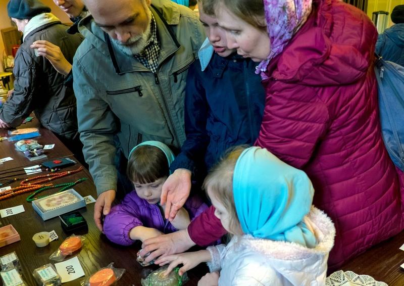 Благотворительная Пасхальная ярмарка в храме святителя Иннокентия, митрополита Московского, в Бескудникове